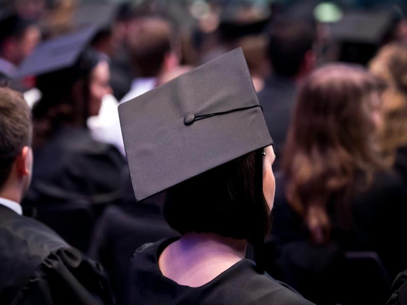 Bild zu Gute Noten für Absolventen