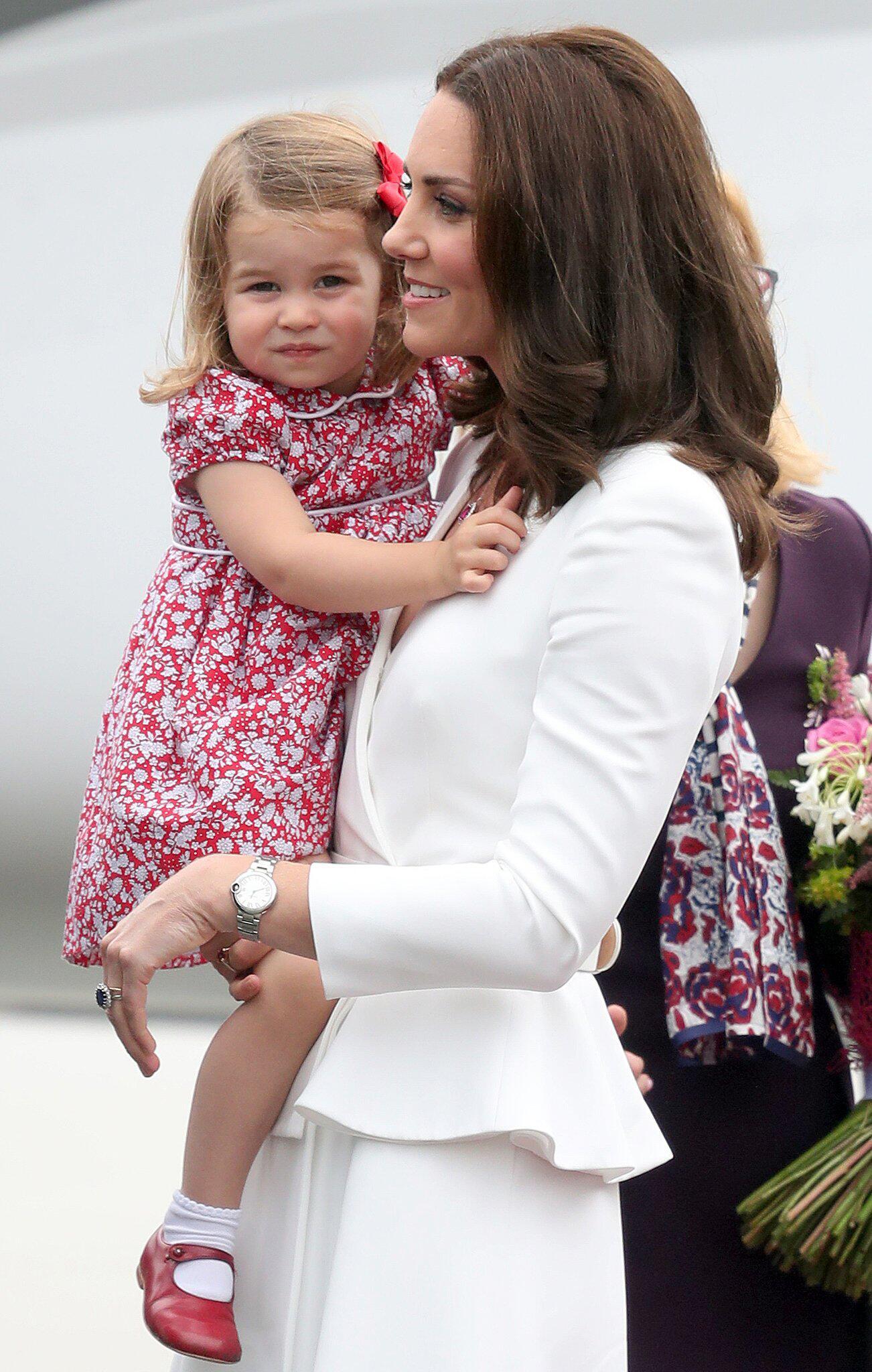 Bild zu Prinz William, Herzogin Kate, Charlotte