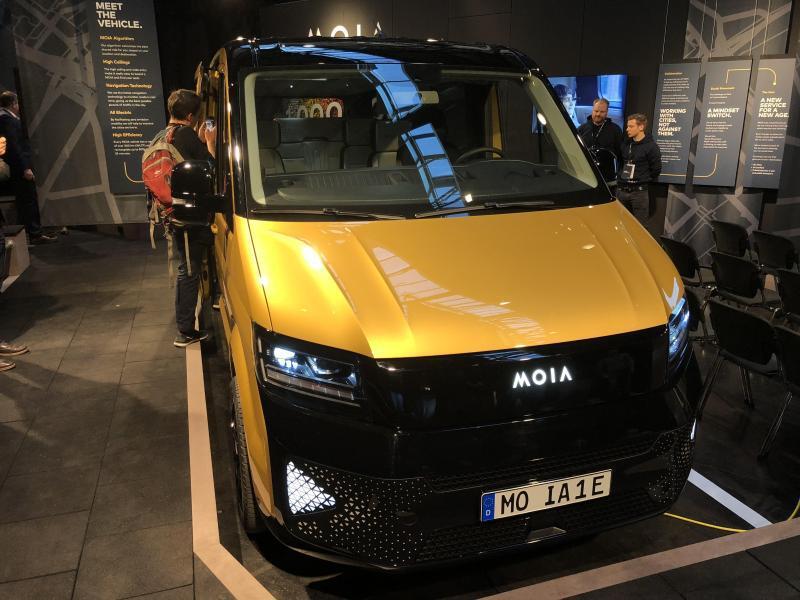 Bild zu Elektrischer Minibus von Moia