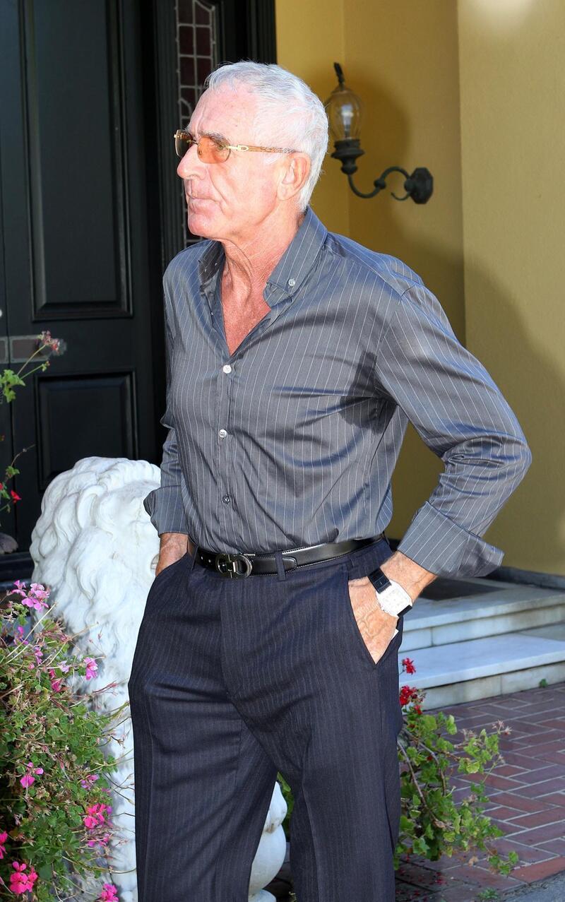 Bild zu Frédéric von Anhalt schwitzt unterm Arm