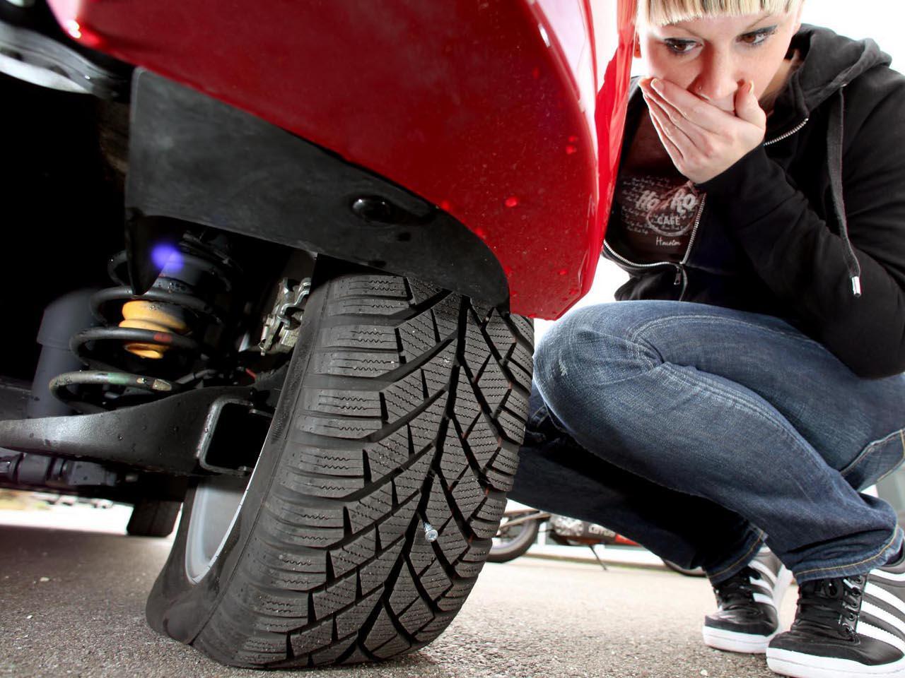 Bild zu Im Falle eines Reifenplatzers ist es wichtig, kontrolliert langsamer zu werden