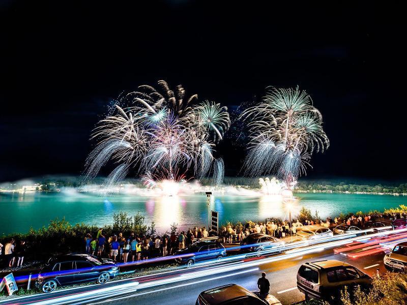 Bild zu Feuerwerk