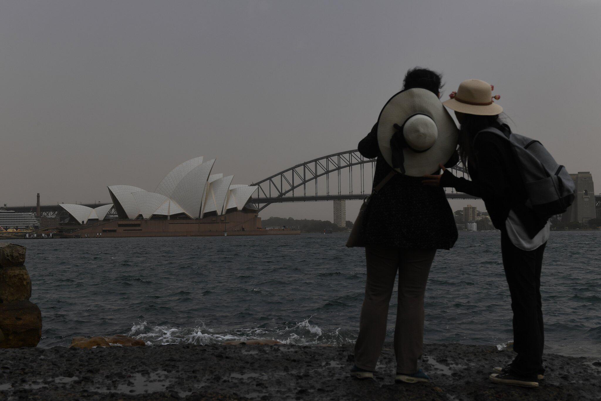 Bild zu Sandsturm über Sydney