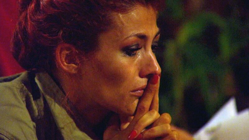 Bild zu Fiona weint