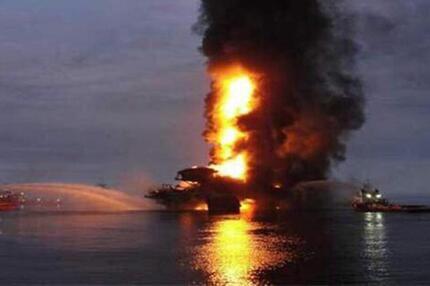 Explosion auf Ölplattform