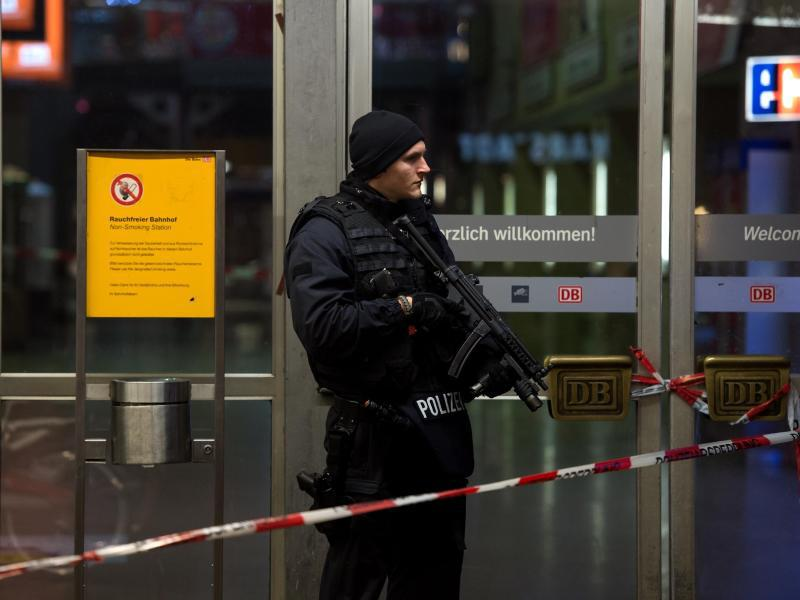 Bild zu Polizei sperrt Münchner Hauptbahnhof