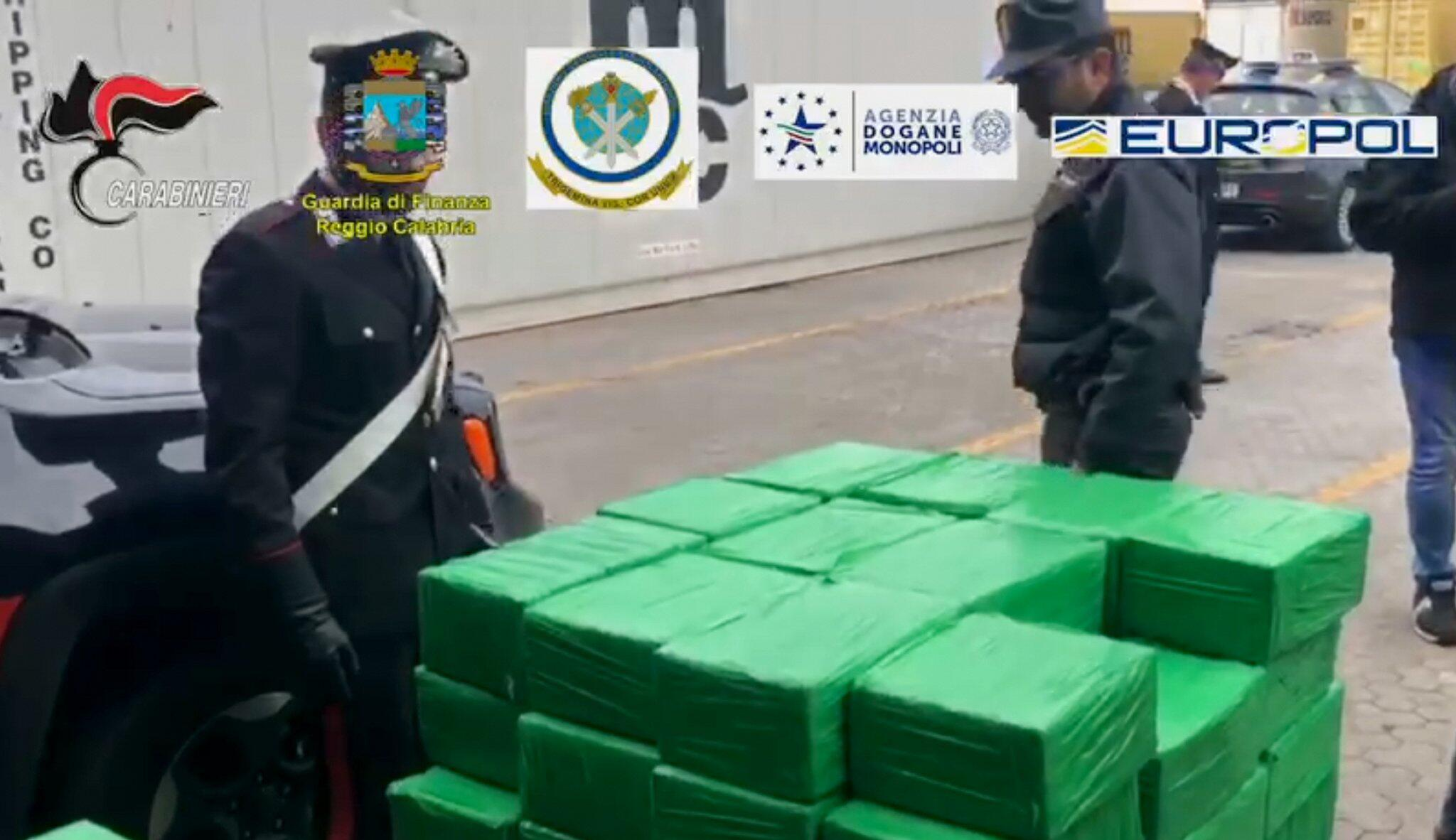 Bild zu Kokain-Fund in Bananenkisten in Italien