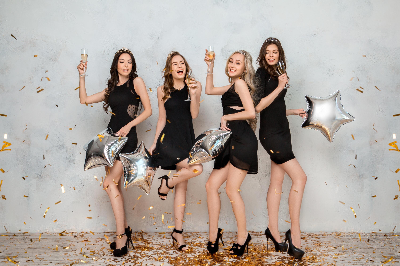 Bild zu silvester, outfit, party, damen, damenoutfits, silvesteroutfits, frauen, kleidung