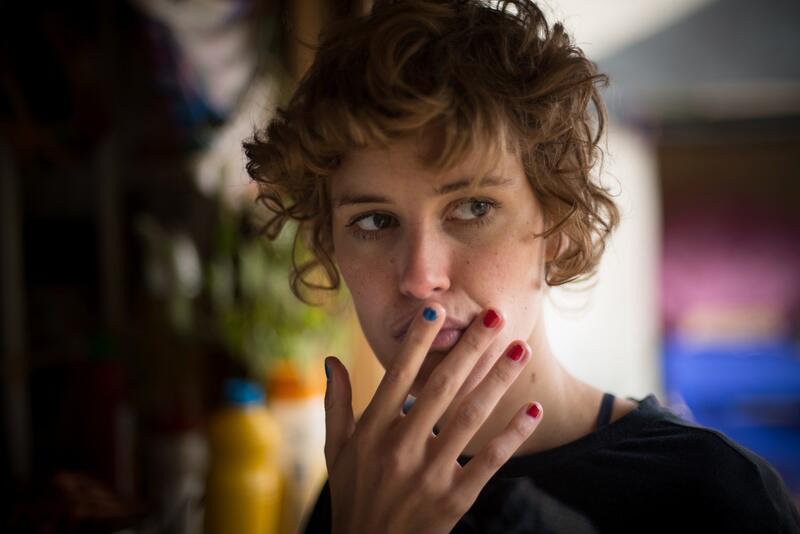 """Bild zu Carla Juri als Helen Memel in """"Feuchtgebiete"""""""