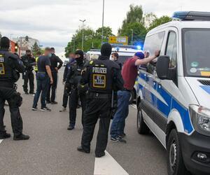 Rostock-Anhänger blockieren A9  und feiern auf der Fahrbahn