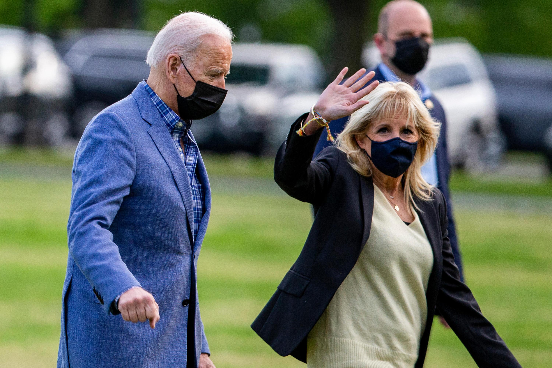 Bild zu Jill Biden (r.) gab bekannt, dass es bald ein neues Haustier geben wird.