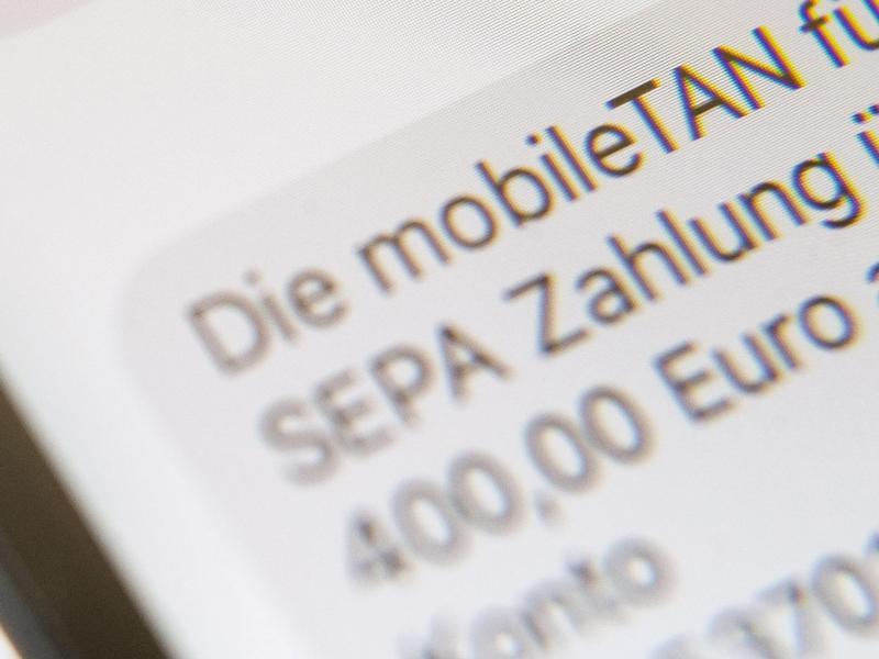 Bild zu Extra-Kosten für SMS-TAN?