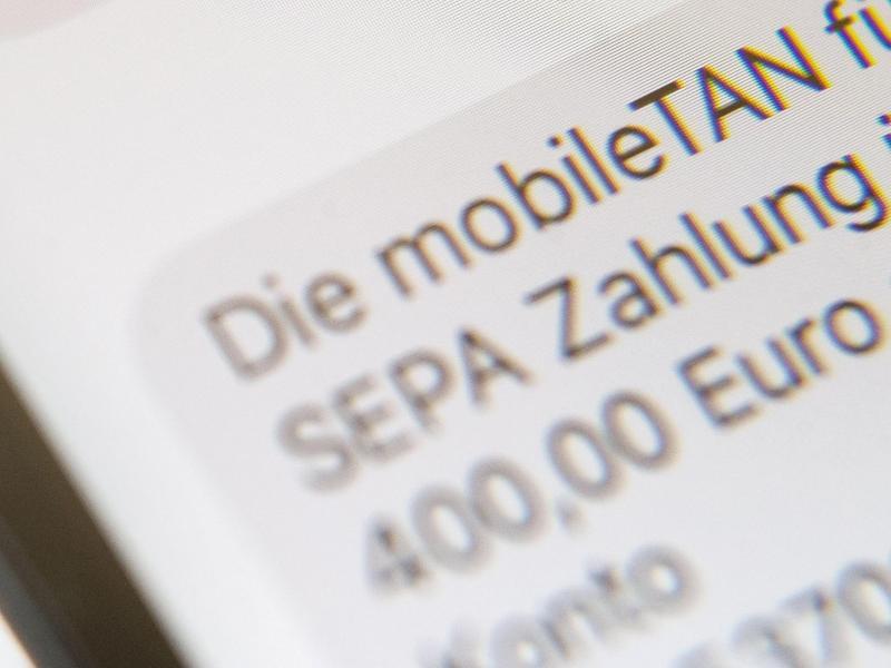 Bild zu Smartphone-Banking