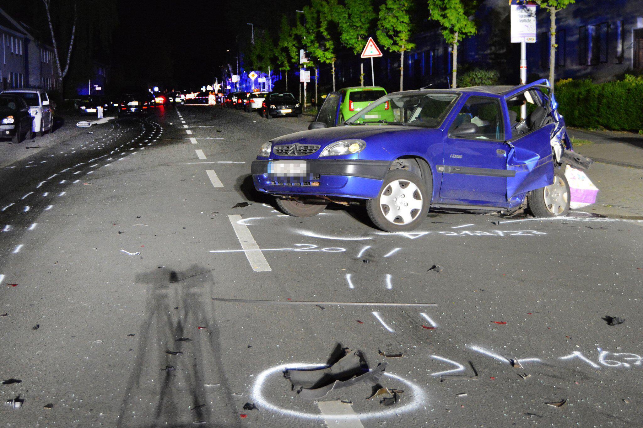 Bild zu Unbeteiligte bei mutmaßlichem Autorennen getötet