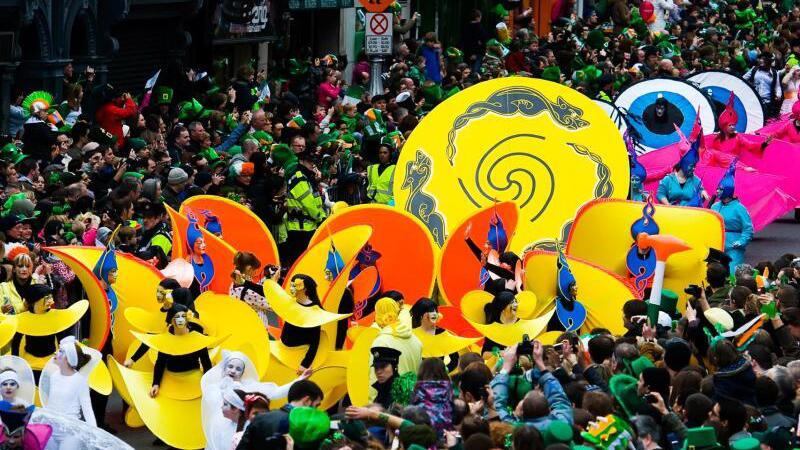 Dublin wird grün und Toronto trägt Regenbogenfarben