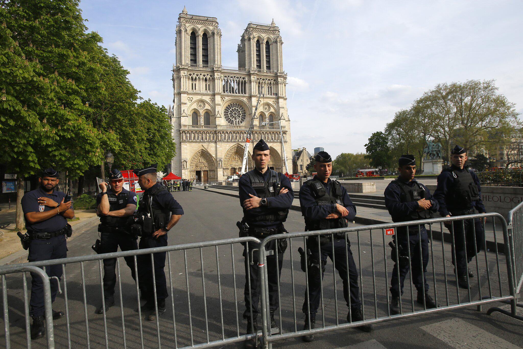 Bild zu Nach dem Brand der Kathedrale Notre-Dame
