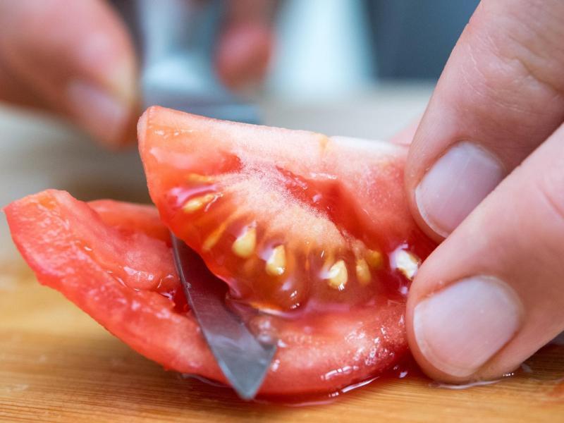 Bild zu Aufgeschnittene Tomate