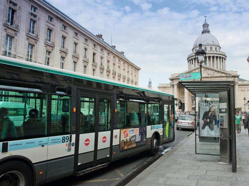 Bild zu Per Linienbuss durch Paris