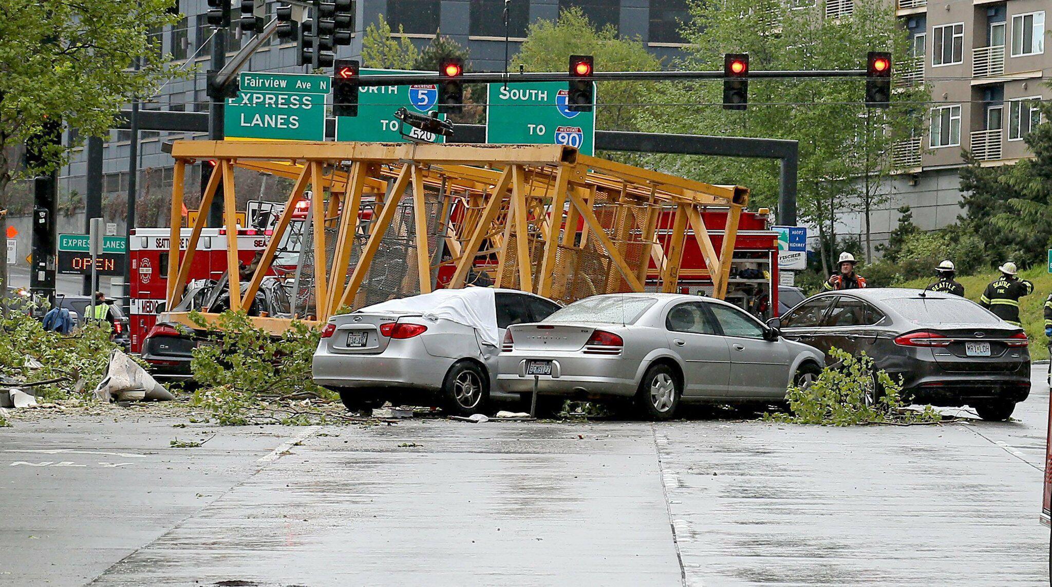 Bild zu Baukran in Seattle auf Straße gestürzt