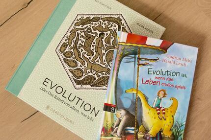 Zwei Evolutions-Bücher