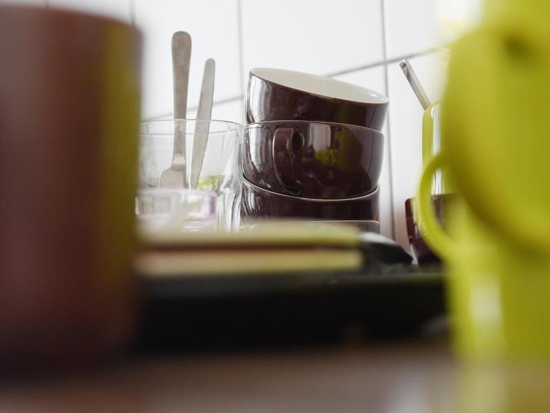 Bild zu Geschirr steht in der Büro-Küche