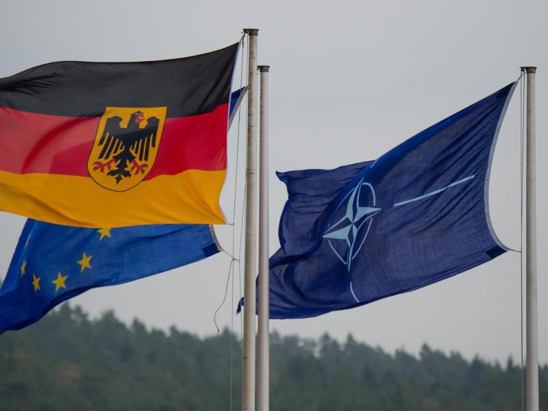 Bild zu Flaggen