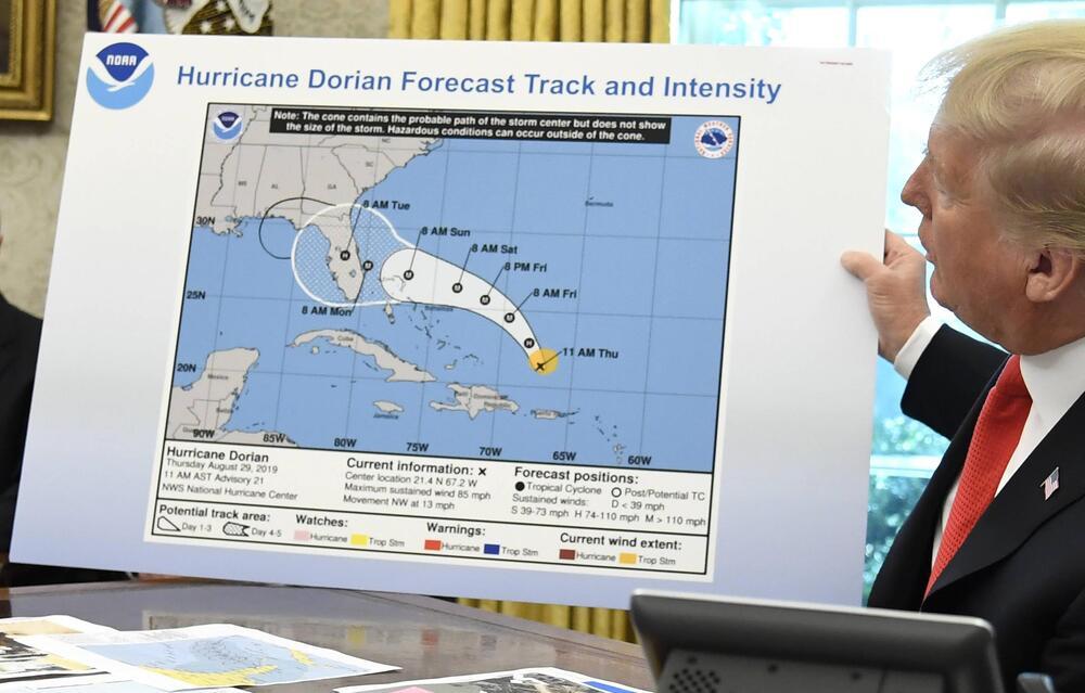 Donald Trump, USA, Weißes Haus, Wahington, Hurrikan, Dorian, Karte, Vorhersage, Alabama