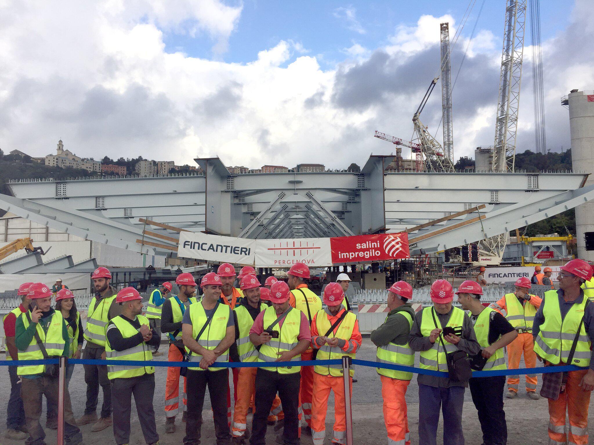 Bild zu Bauarbeiten für neue Autobahnbrücke in Genua