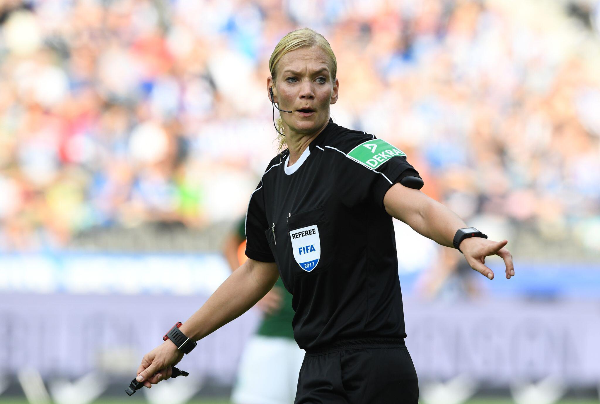 Bild zu Schiedsrichterin Bibiana Steinhaus beendet ihre Karriere