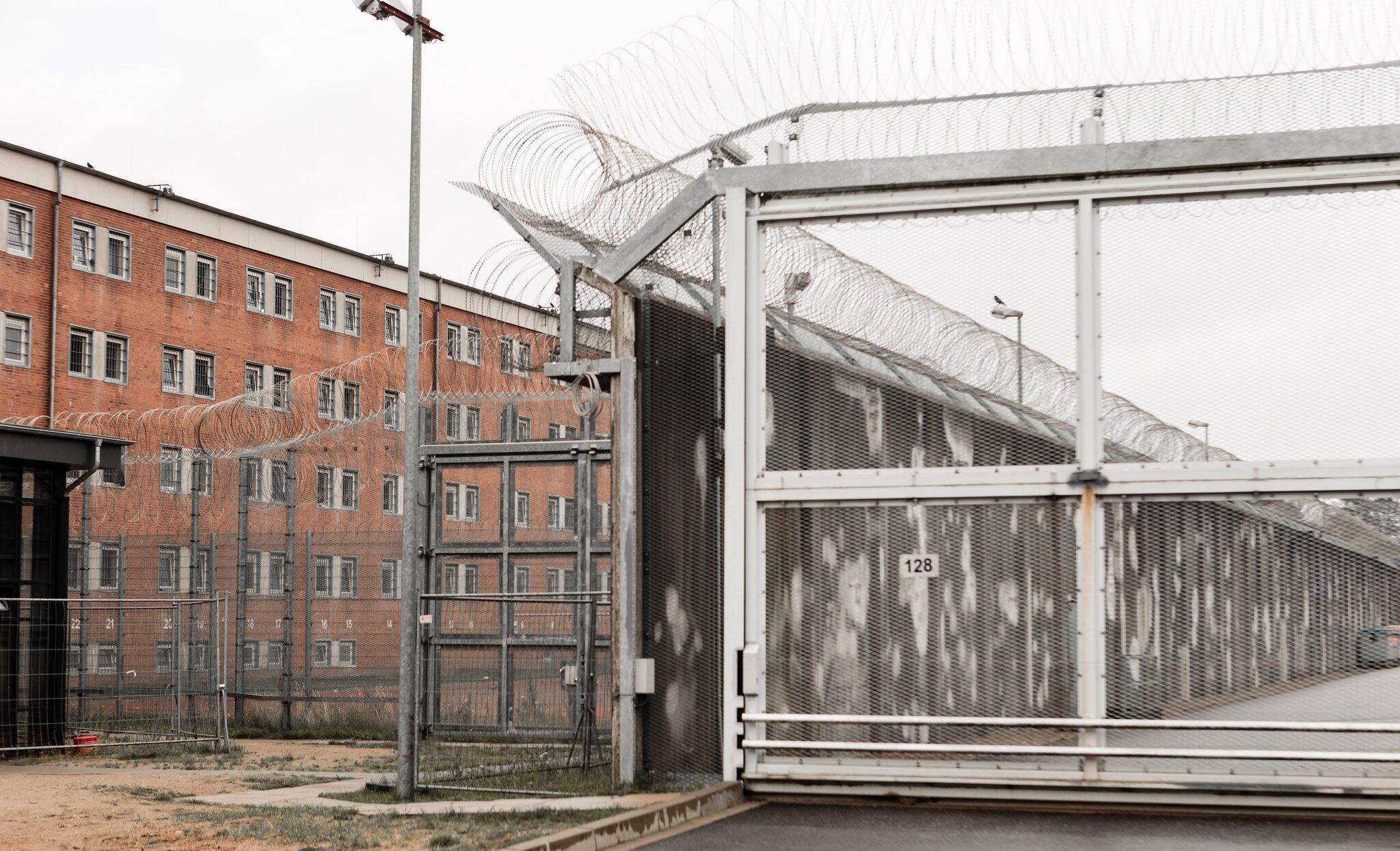 Bild zu Geiselnahme in der Justizvollzugsanstalt Lübeck