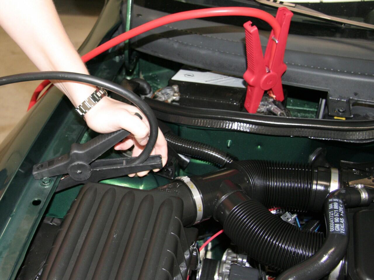 Bild zu Autobatterie im Winter: Bei Versagen hilft nur noch Starthilfe
