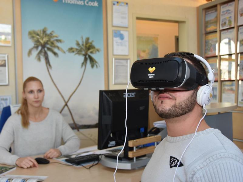 Bild zu VR-Kostprobe im Reisebüro
