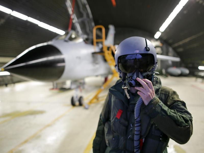 Bild zu Waffensystemoffizier eines Tornados