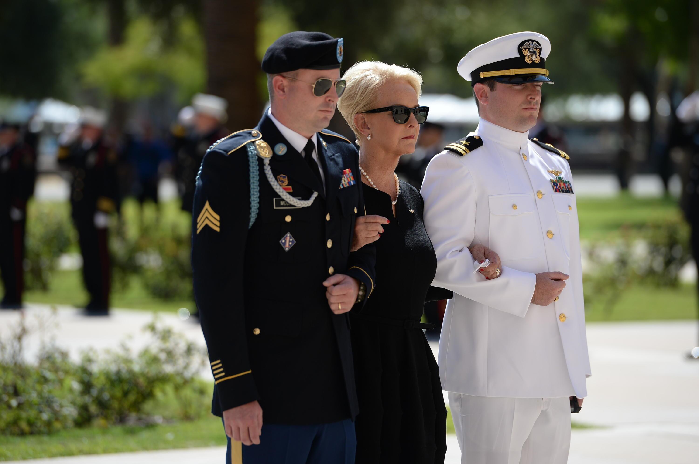 Bild zu Nach dem Tod von John McCain