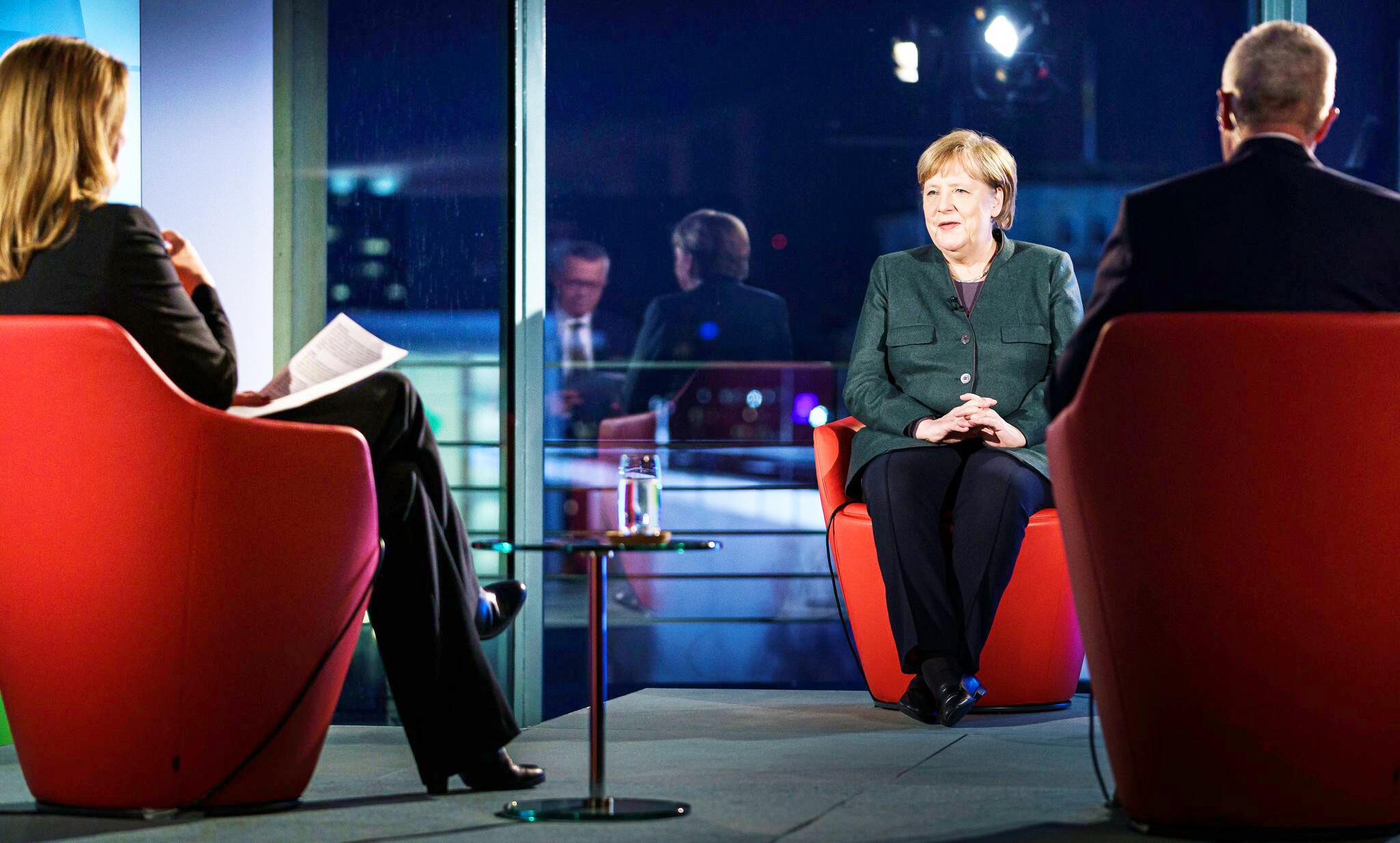 Bild zu ARD-Sondersendung «Farbe bekennen» mit Bundeskanzlerin Merkel