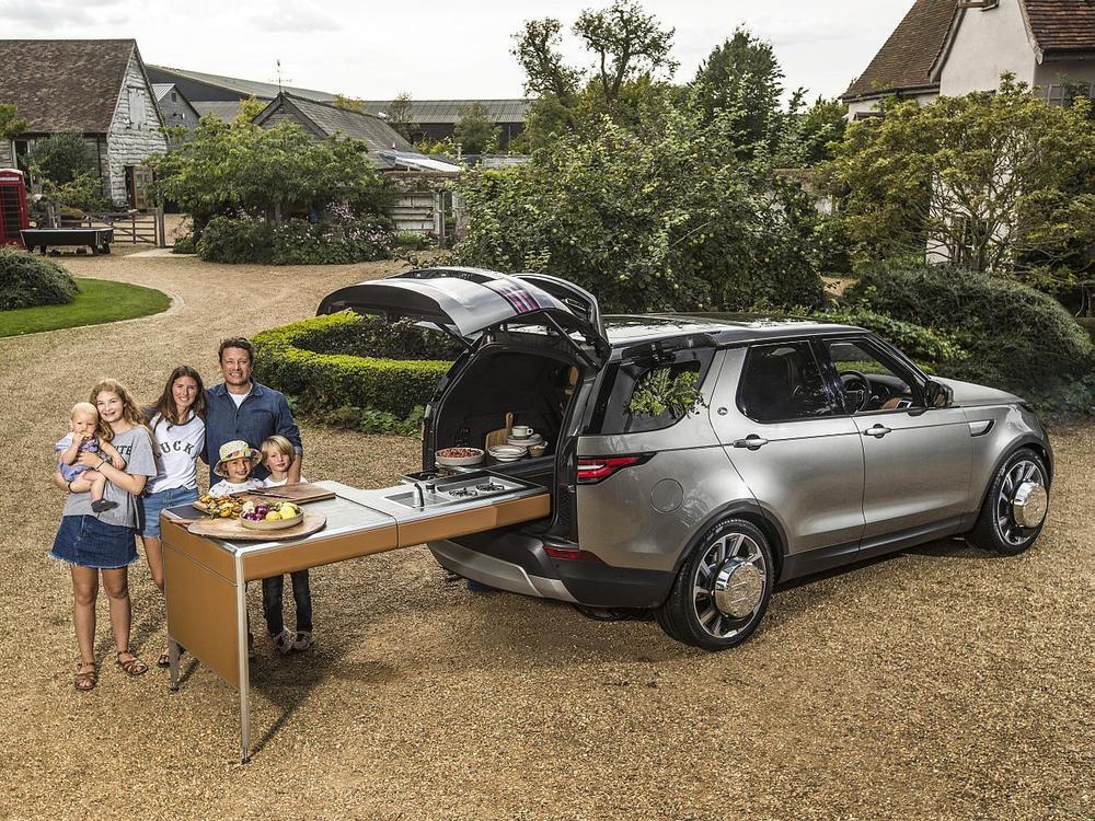 Bild zu Für Starkoch Jamie Oliver: Land Rover Discovery als rollendes Kochstudio