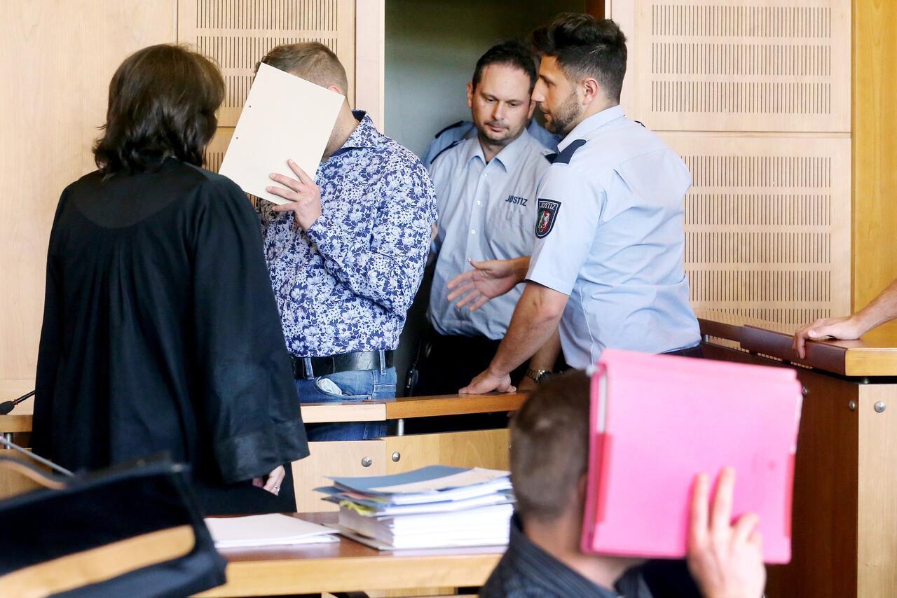 Bild zu Räuber ersticken Rentner qualvoll: Bis zu 14 Jahre Haft