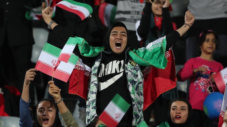 Iranische Frauen dürfen ins Fußballstadion