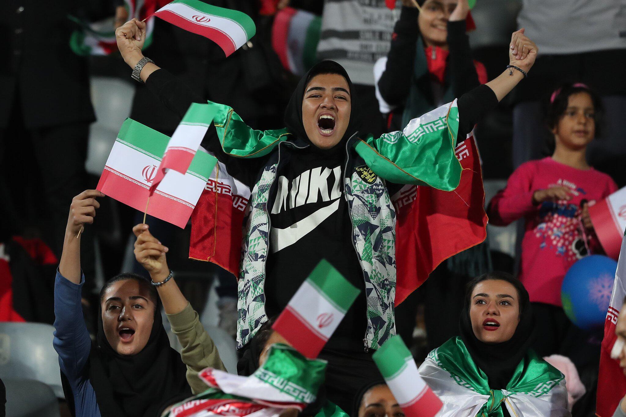 Bild zu Iranische Frauen dürfen ins Fußballstadion