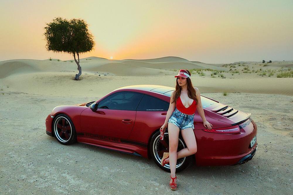 Miss Tuning Kalender 2017: Julia Oemler bringt die Wüste Dubais zum Schwitzen