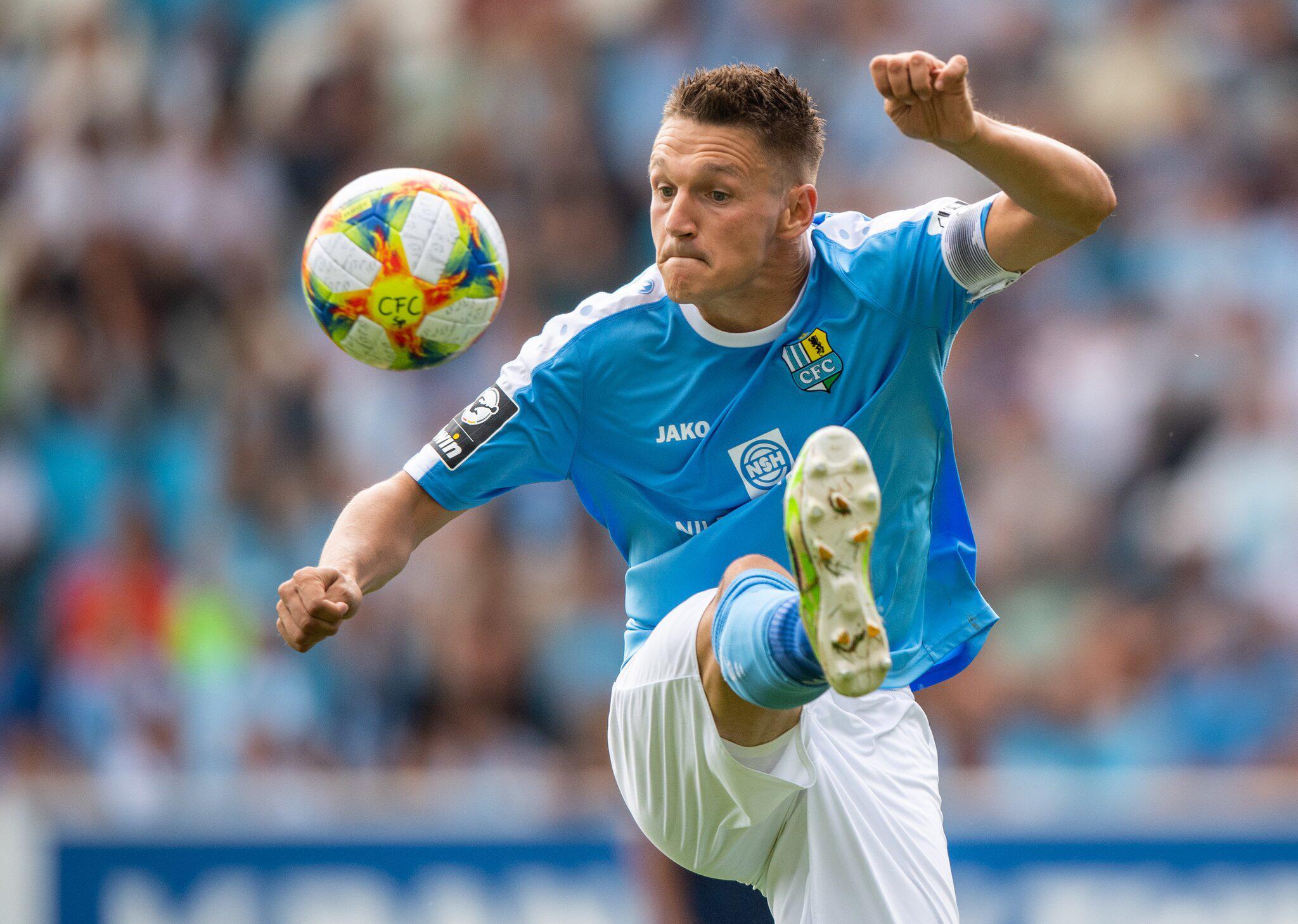 Bild zu Chemnitzer FC wirft Kapitän Frahn wegen Nähe zu Rechten raus