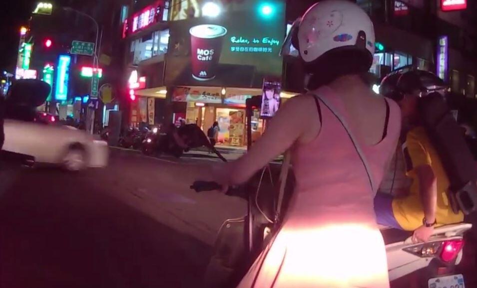 Bild zu Ein Selfie auf dem Moped.