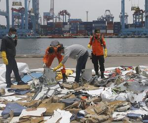 Nach dem Flugzeugabsturz in Indonesien