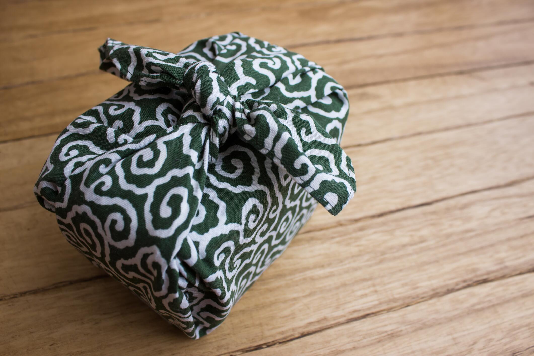 Bild zu Geschenke einpacken auf Japanisch