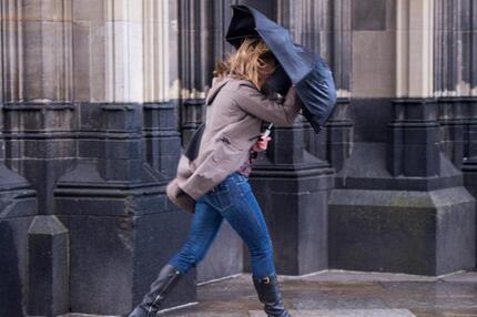 Kampf mit dem Regenschirm