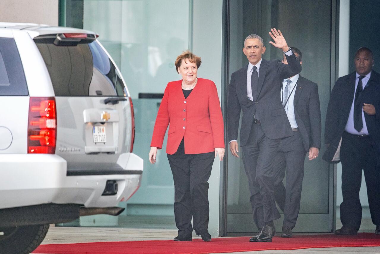 Bild zu Barack Obama bei Kanzlerin Merkel