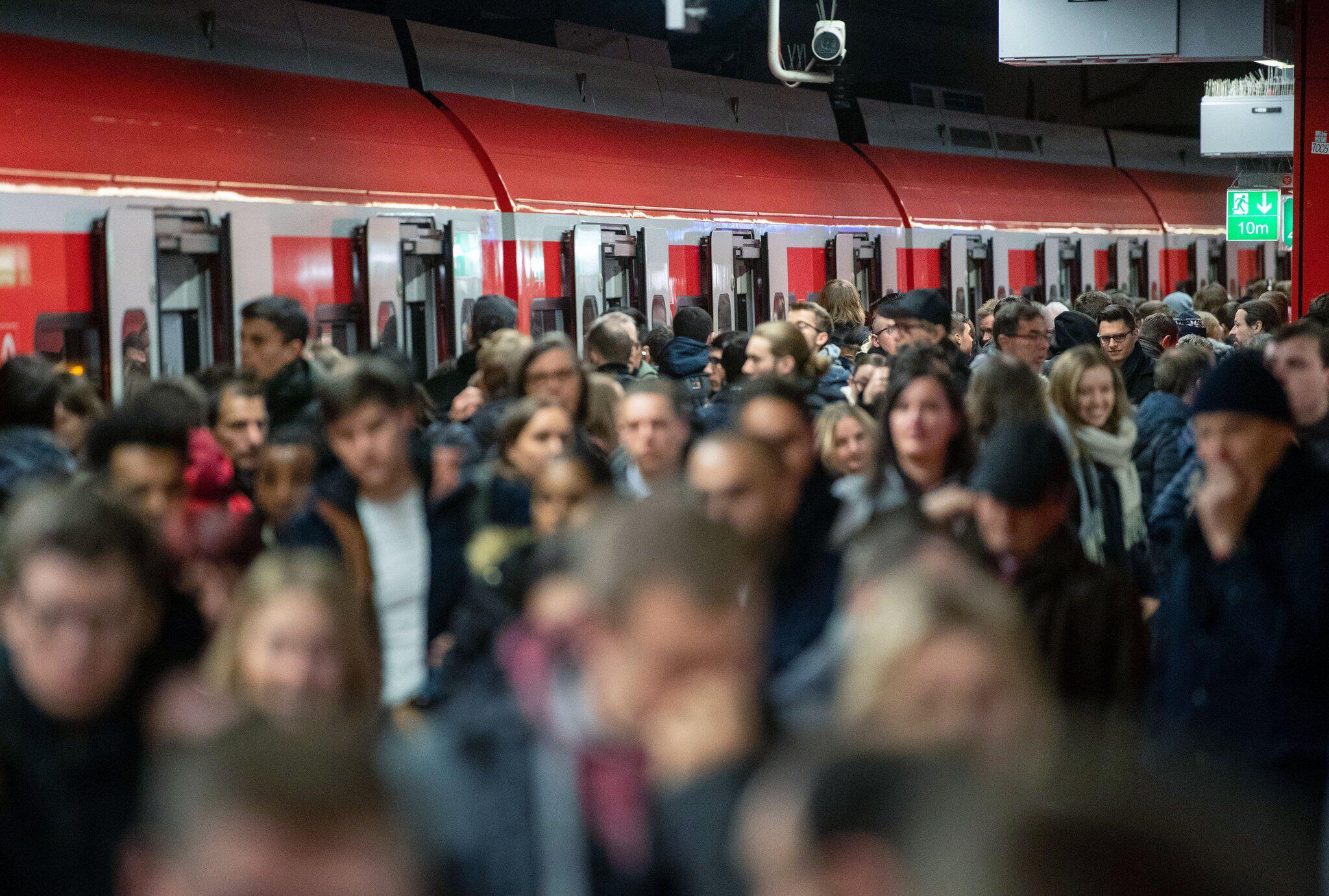 Bild zu Warnstreik bei der Deutschen Bahn - Stuttgart