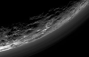 Pluto Dunstschicht