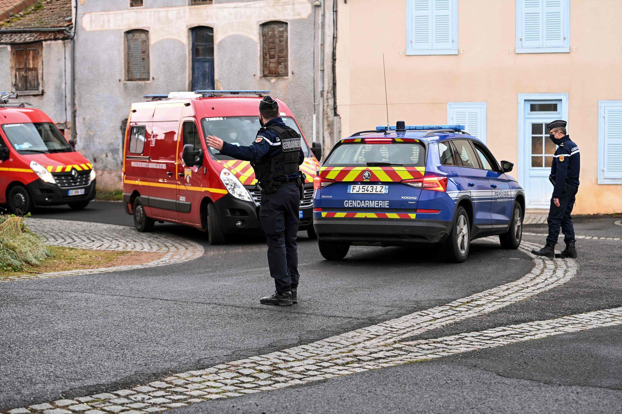 Bild zu Drei Polizisten bei Rettungsversuch getötet
