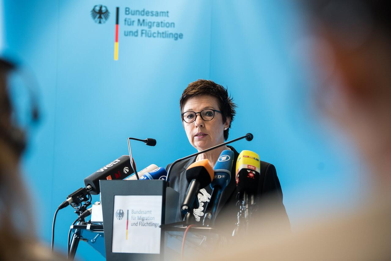 Bild zu BAMF Press Conference - Jutta Cordt